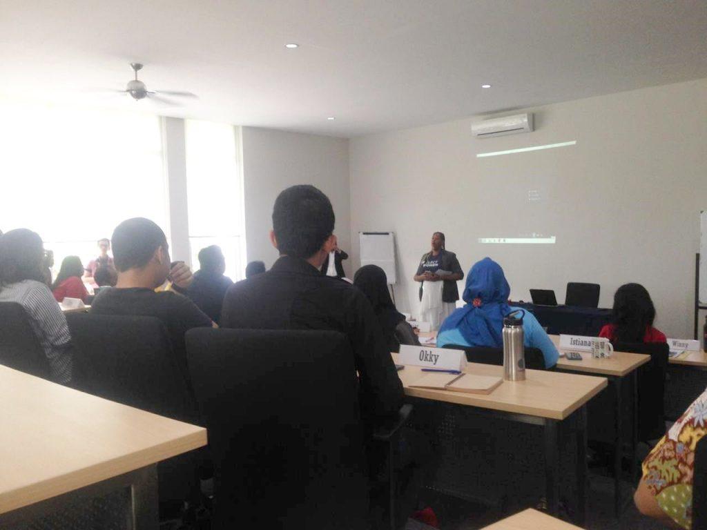 kuliah umum diruang kelas kampus SGPP Indonesia