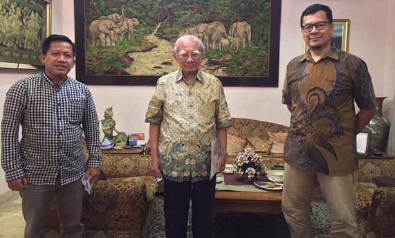Kunjungan Aldi Muhammad Alizar dan E.Kurniawan Padma ke kediaman Prof. Emil Salim